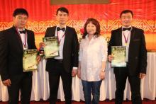 Трио победителей со своим руководителем